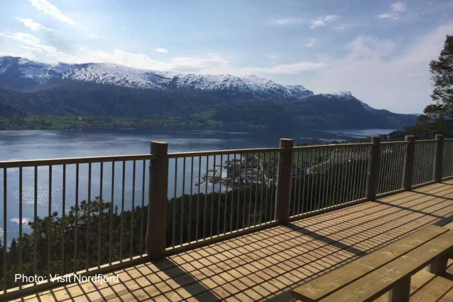 Travel like the locals Sogn & Fjordane Rundtur i Nordfjord