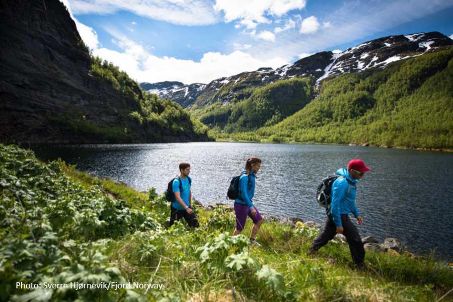 Travel like the locals Sogn & Fjordane Vandrebussen frå Aurlandsdalen