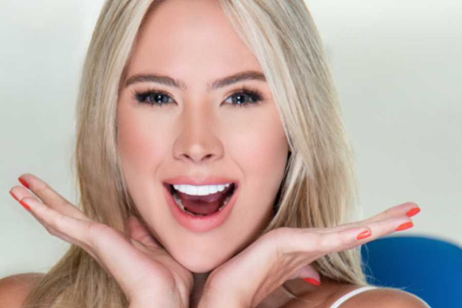 Medellin City Services 10 Veneers resin and whitening lower