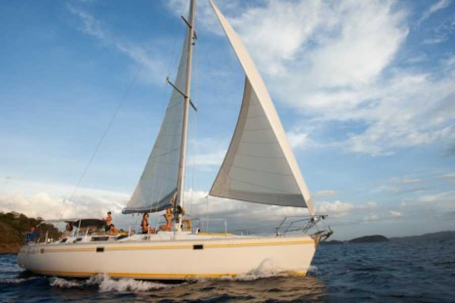 Tour Guanacaste Serendipity Sailboat Charter
