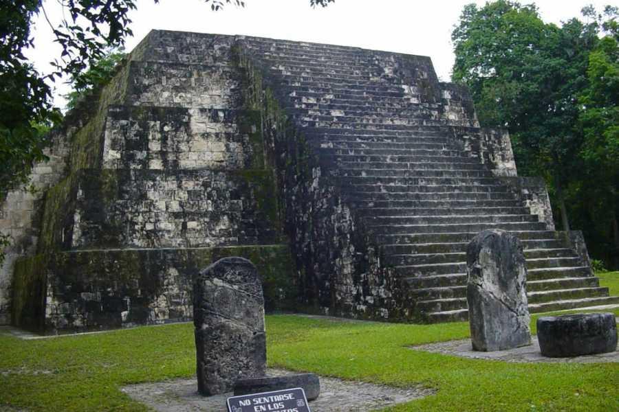 Gem Trips 09:45 Tikal Tour de Atardecer en grupo pequeño desde Bolontiku