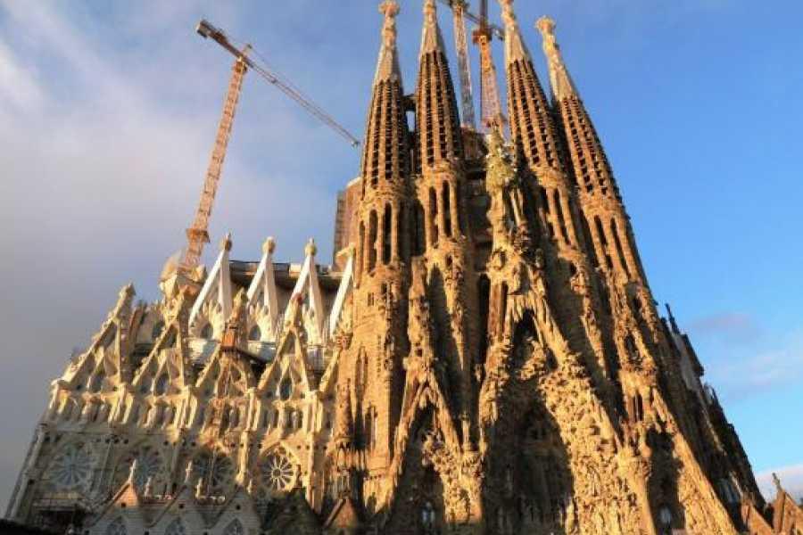 NHUE Sagrada Familia Esencial: Tour sin colas en Grupo Premium