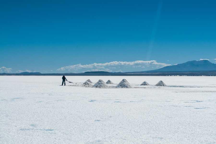 Uyuni Expeditions SALAR DE UYUNI + ASCENT TUNUPA VOLCANO 2D