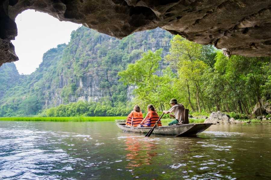 OCEAN TOURS DELUXE tour visit mua cave - hoalu - tamcoc