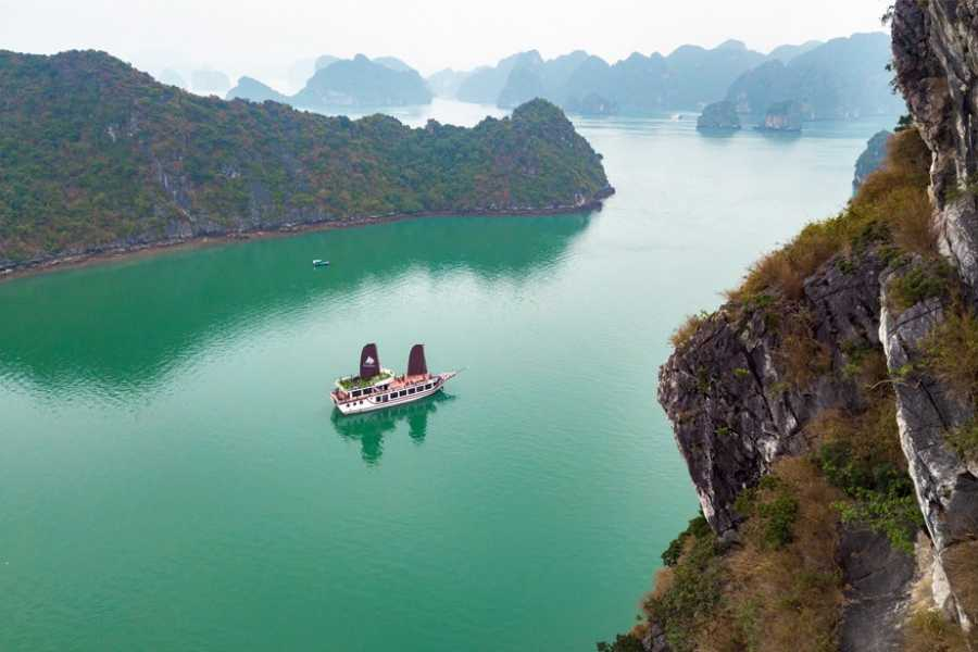 OCEAN TOURS LUXURY Sails one day cruise