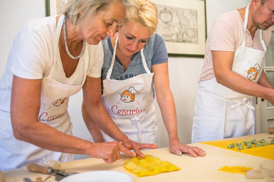 Bologna Welcome - Le Cesarine A casa delle Cesarine: visita al mercato, cooking class e pranzo o cena a Bologna