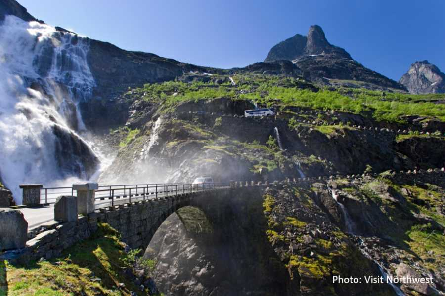 Travel like the locals (Møre og Romsdal) Buss to Hike: Hiking at Trollstigen
