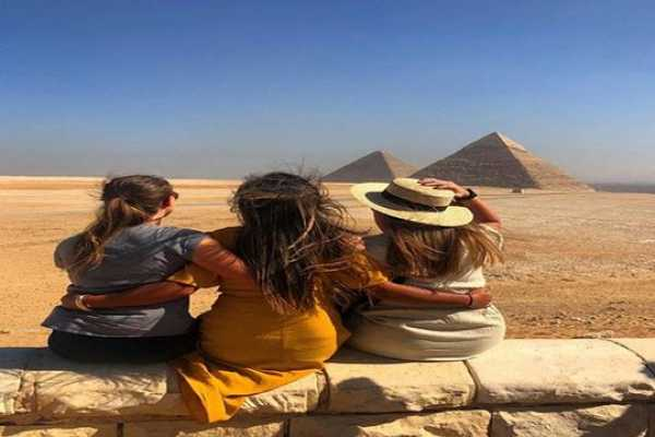2 Private days in Giza and Cairo including Free airport Transfers