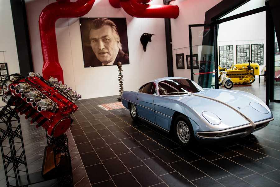 Bologna Welcome - Museo Ferruccio Lambor VIAGGIO NELLA STORIA DEL GENIO AUTOMOBILISTICO DI FERRUCCIO LAMBORGHINI