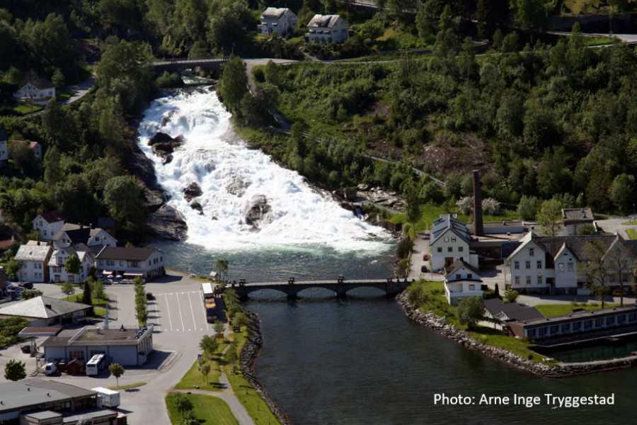 Travel like the locals (Møre og Romsdal) Explore Hellesylt and UNESCO Geiranger (one way)