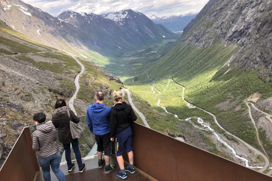 Friluftslek Trollstigen & Hike to Bispevannet