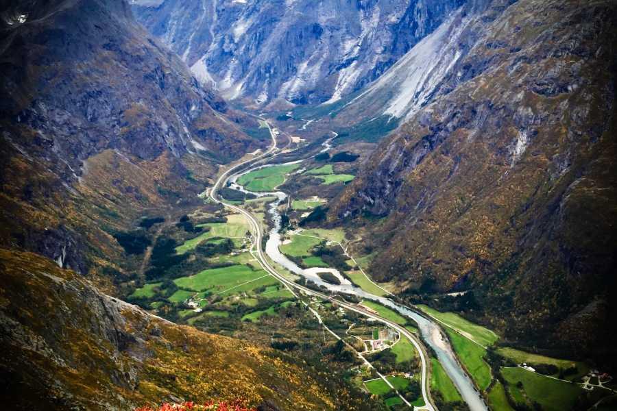 Friluftslek Guidet tur over Romsdalseggen
