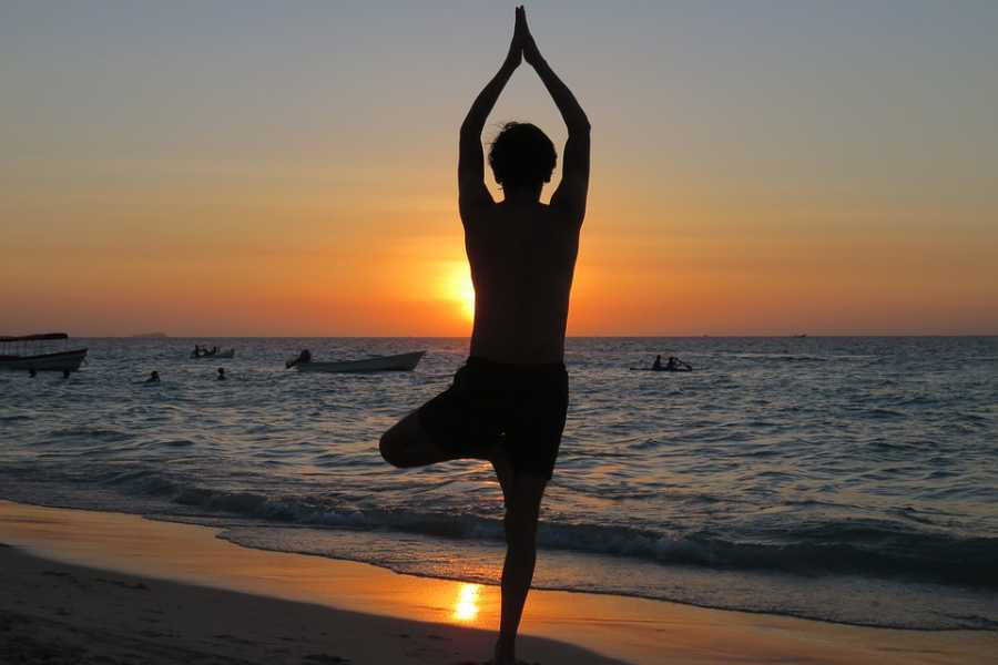 Cervia Turismo Lezione di Yoga in Spiaggia