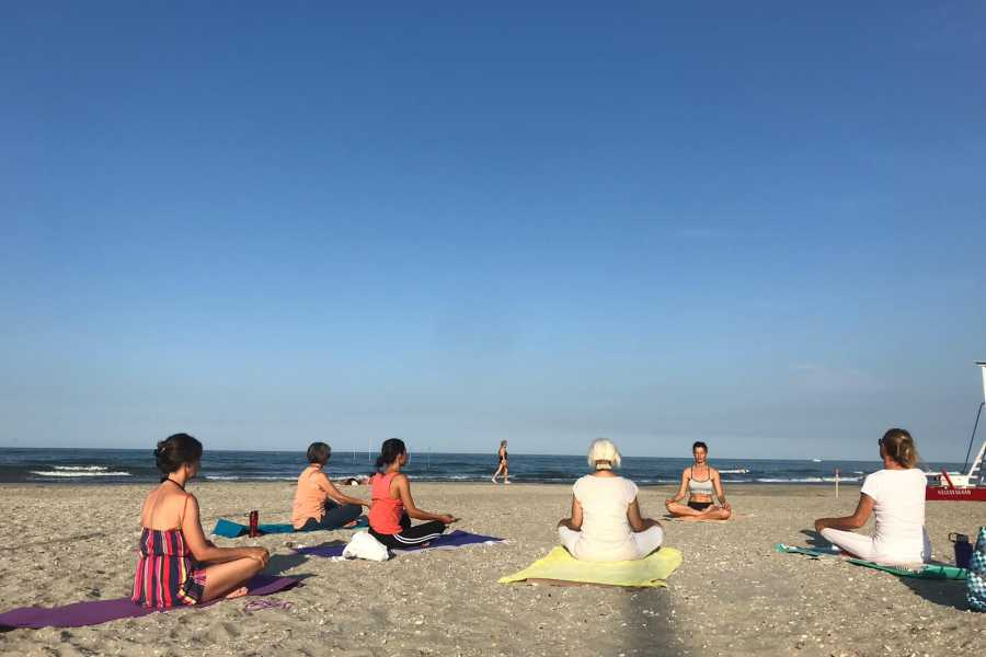 Cervia Turismo Yoga-Lektion am Strand