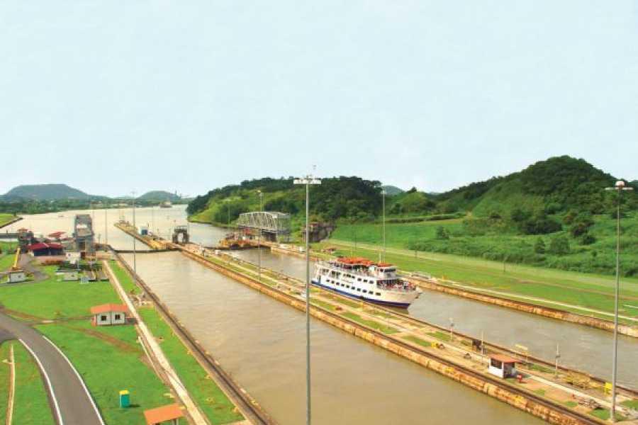 Aventuras 2000 CVDL 2020 -  Tránsito a través del Canal de Panamá