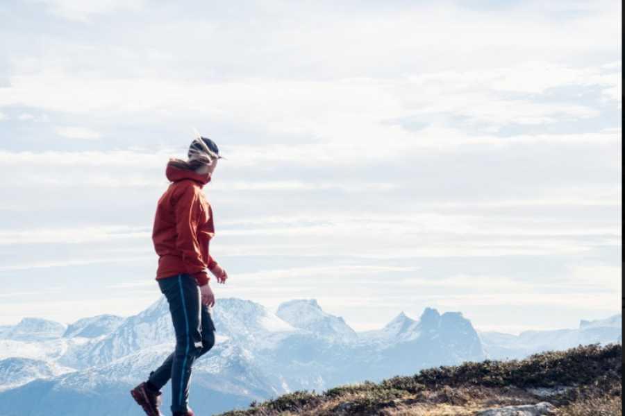 Hotel Aak Nordre Trolltind: Alpine hike