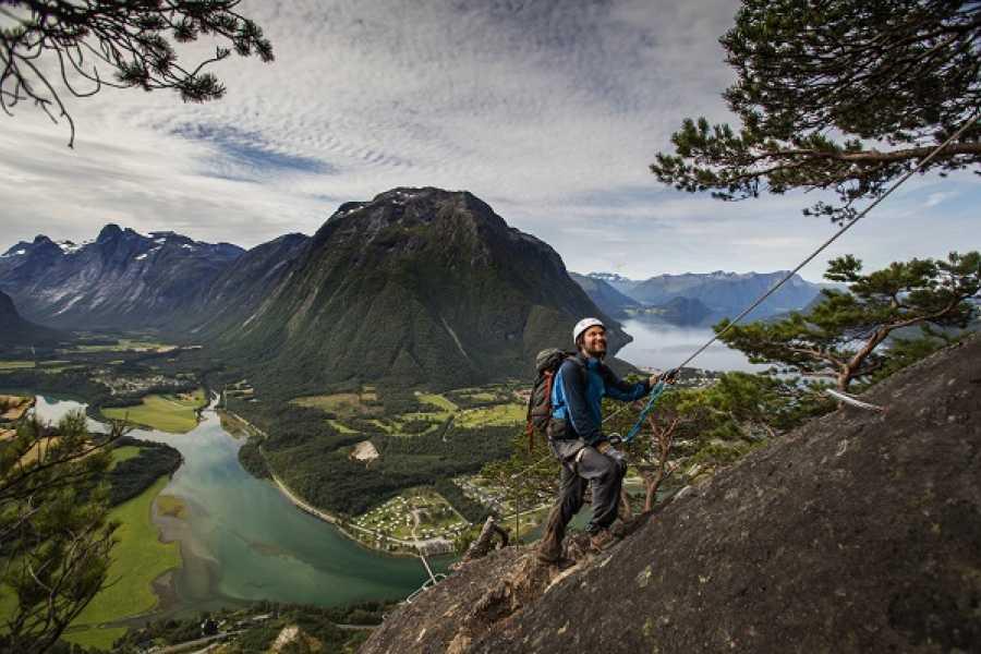 Norsk Tindesenter Guida tur: Romsdalsstigen Vestveggen ala Kompani Lauritzen Extended versjon  (6-7 timer)
