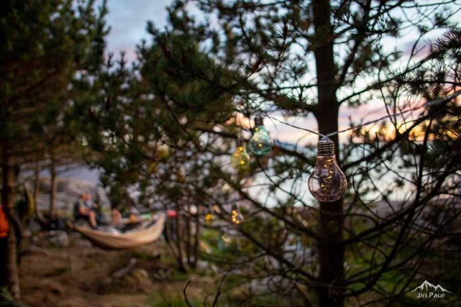 Utendørs Overnatting i hengekøyepark ved havet - Riksgrensen