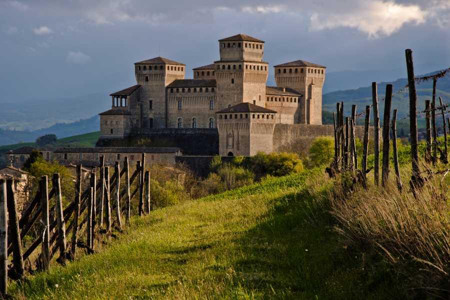 Emilia Romagna Welcome Sur les Traces de Routes Anciennes: Bianca et la Couronne Suspendue + Besace du Voyageur