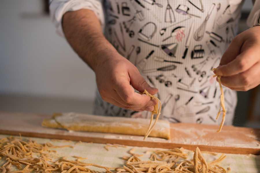 UmbriaMarche Mani in pasta