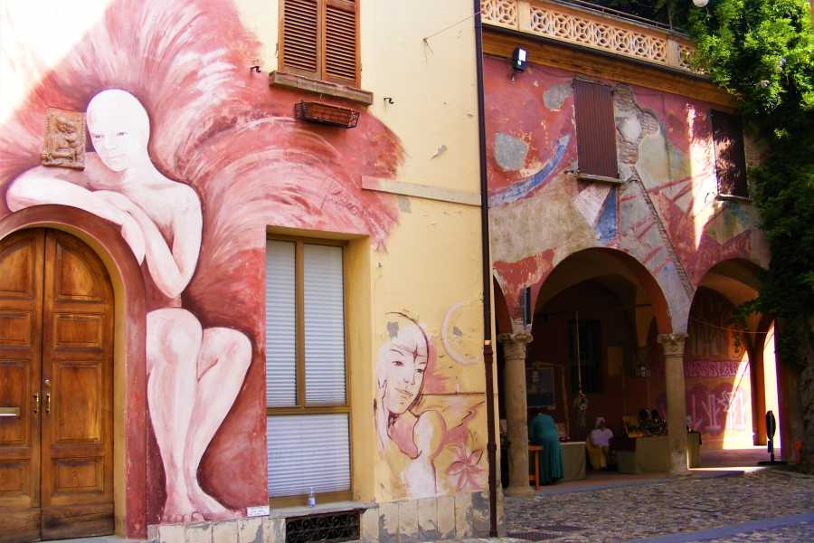 Ravenna Incoming Convention & Visitors Bureau Dozza: opere d`arte a cielo aperto