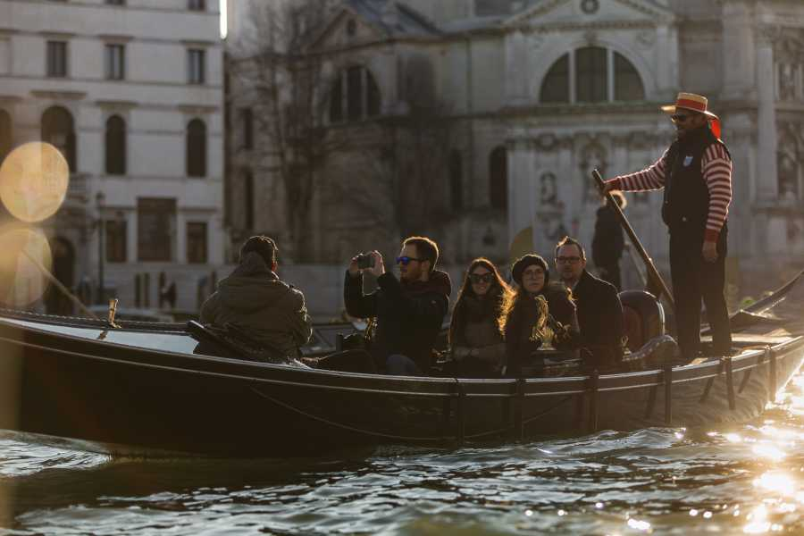 Venice Tours srl Historical Walking tour & Gondola ride