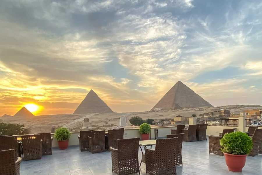EMO TOURS EGYPT Espectáculo de luz y sonido con cena con vista a las pirámides en la Terraza del Restaurante