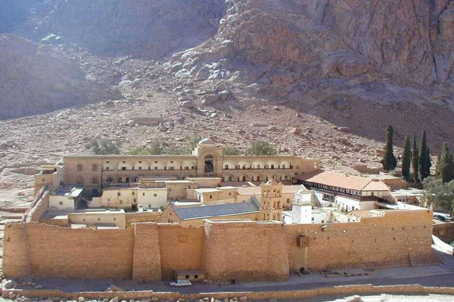 Deluxe Travel Group tour to Moses Mountain and St. Catherine Monastery