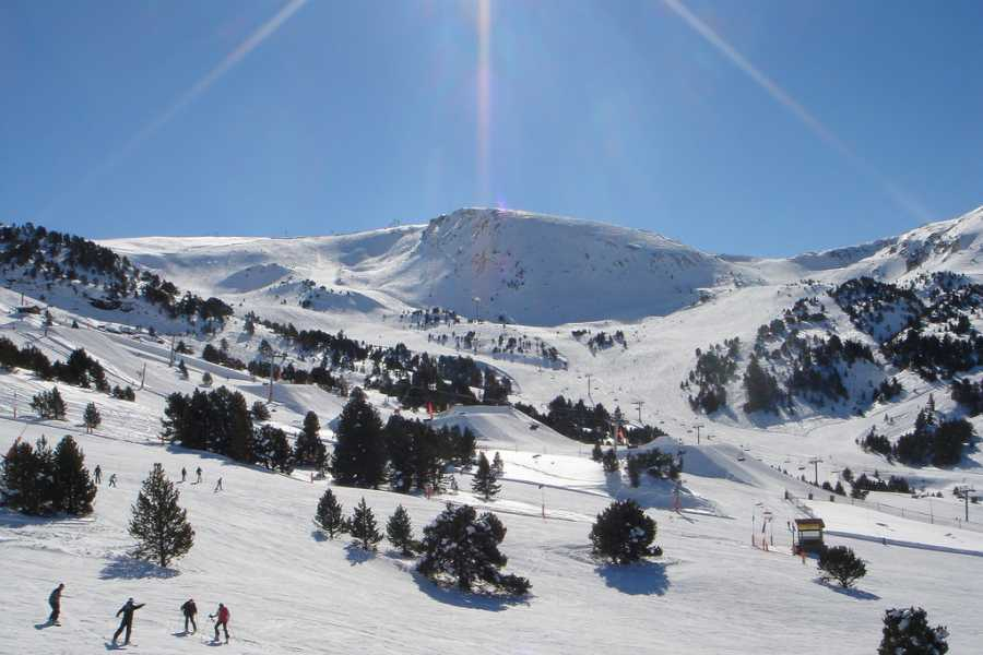 Bus2Alps AG Barcelona 2 Andorra Ski Day
