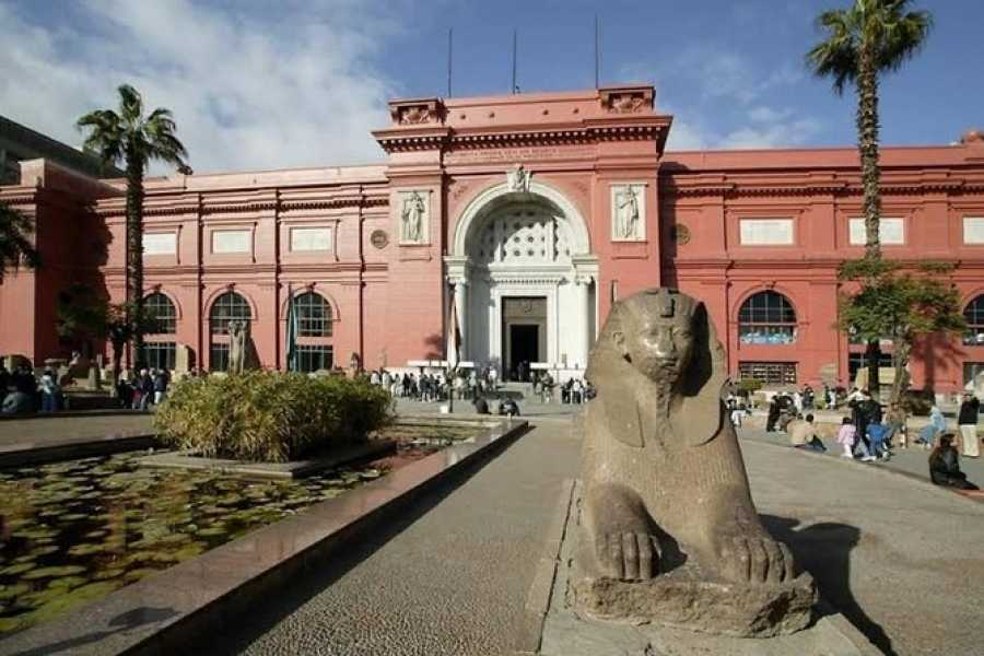 Daily tours Egypt Private tour to Giza Pyramids, Sphinx and Egyptian Museum from Cairo
