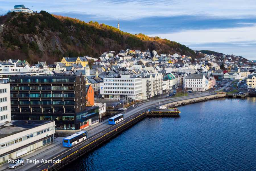 Travel like the locals (Møre og Romsdal) From Land of the Waves to Ålesund (one way)