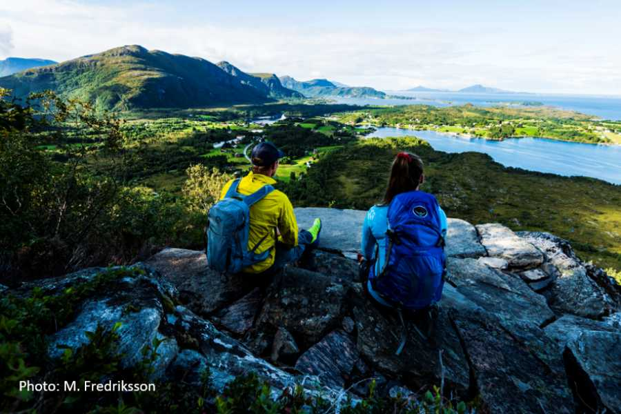 Travel like the locals (Møre og Romsdal) Bus to Hike: 360 degree view from Rørsethornet (Midsund)