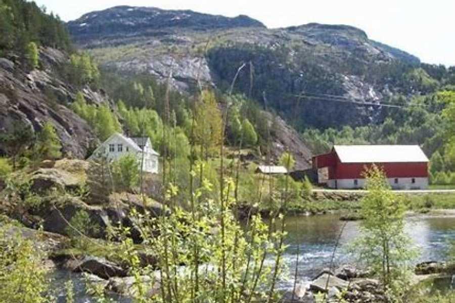 Åkrafjorden Oppleving AS Old postal road