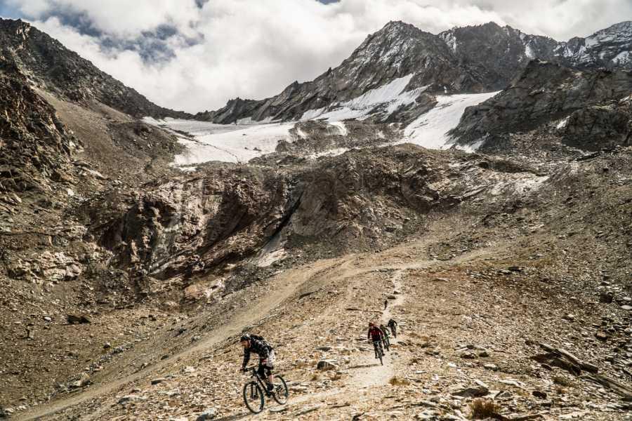 Saas-Fee Guides Spring Bike Snow Run