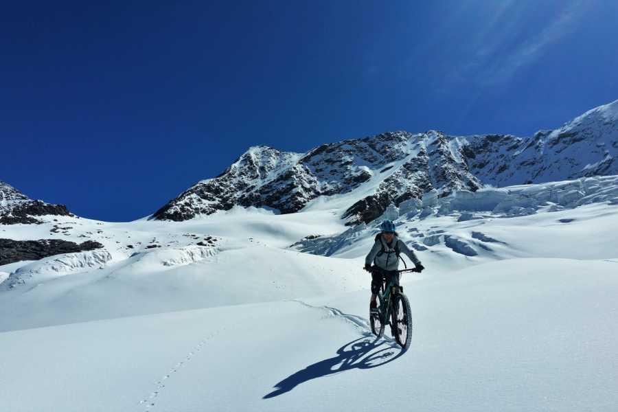 Saas-Fee Guides Spring Bike Triftgletscher