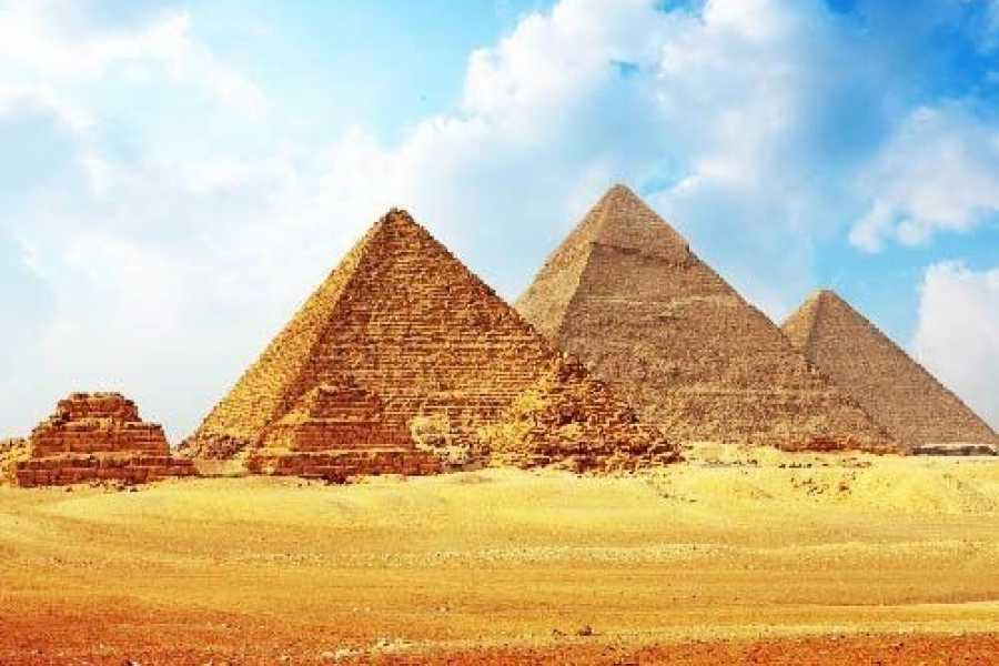 Marsa alam tours Day trip to Giza Pyramids and the Egyptian museum from Cairo Airport