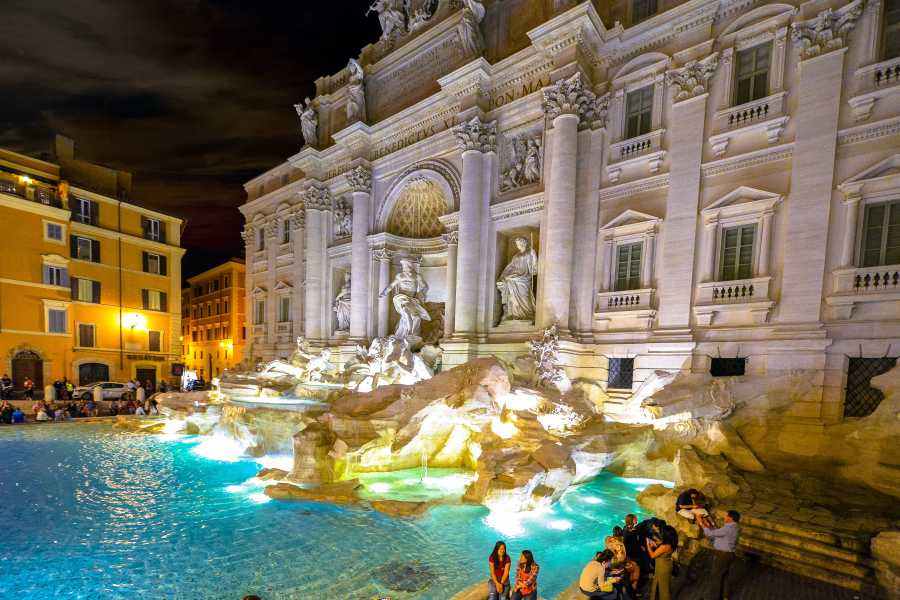The Rogue Historians Rome Group: City Centre at Twilight Tour