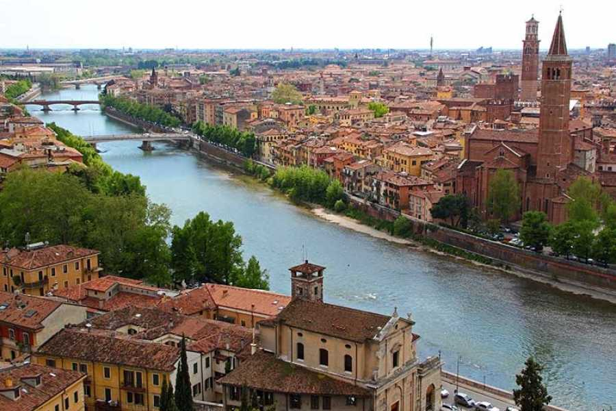 Bus2Alps AG Florence 2 Verona & Lake Garda