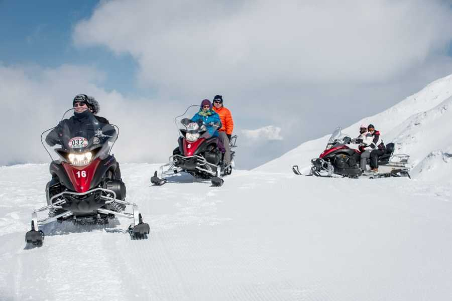 HB Adventure Switzerland AG Snowmobile Luxury Tour 6L