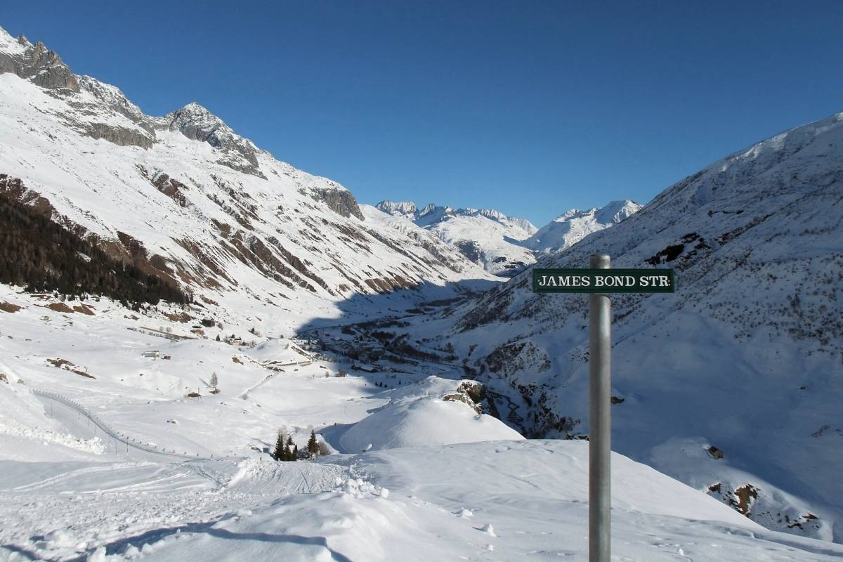 Andermatt Adventure - Crown of Alps AG Winterwandern, Fondue & Nachtschlitteln
