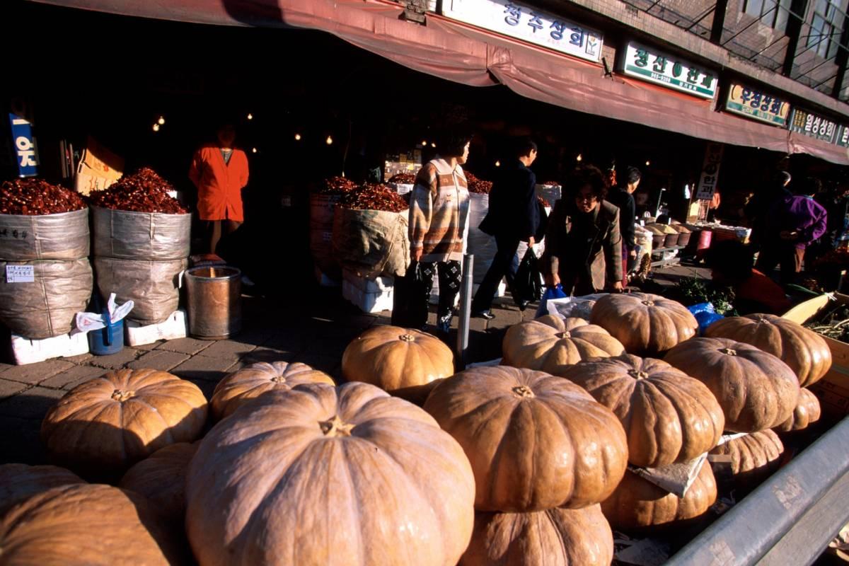 Kim's Travel 11 Traditional Open Market Tour