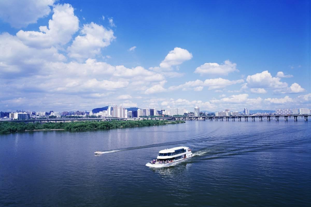 Kim's Travel 08 Han River Cruise and N Seoul Tower
