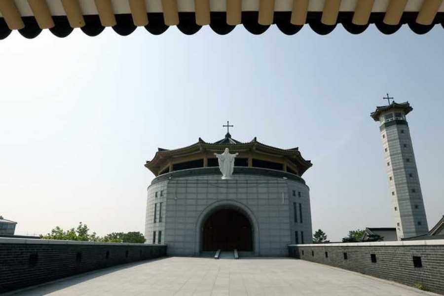 Kim's Travel 05 Suivre l'Histoire Catholique Coréenne en hommage à la visite du Pape Francis en Corée du Sud pour 3 nuits et 4 jours
