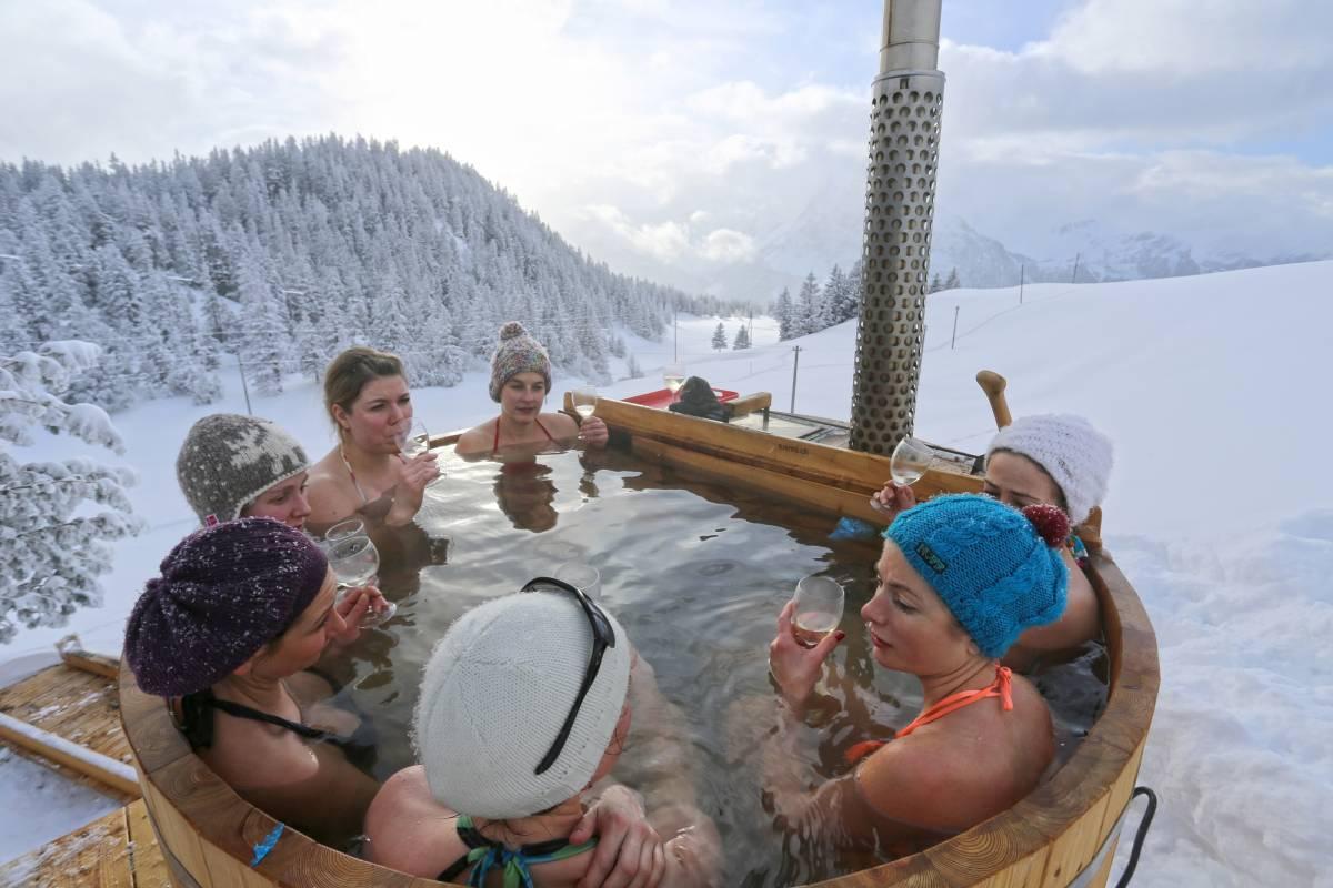 Andermatt Adventure - Crown of Alps AG Kräuterbad im Holzfass