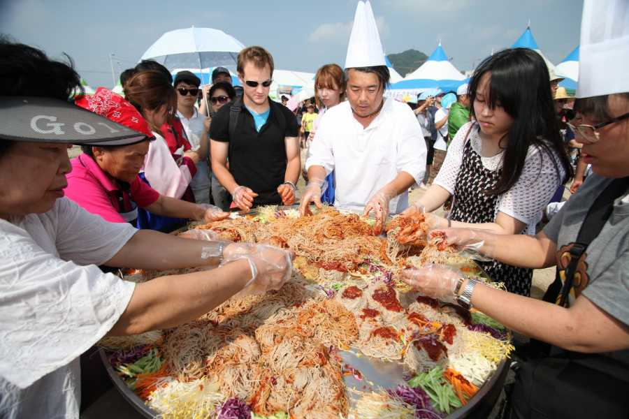 Kim's M & T Chuncheon Dakgalbi & Makguksu Festival