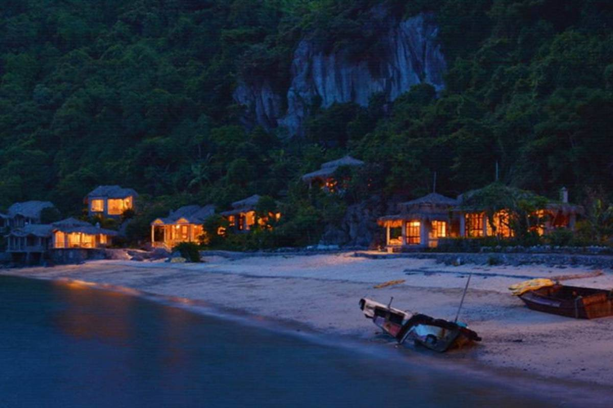 Friends Travel Vietnam Real Halong Bay Experience on a budget 2D1N