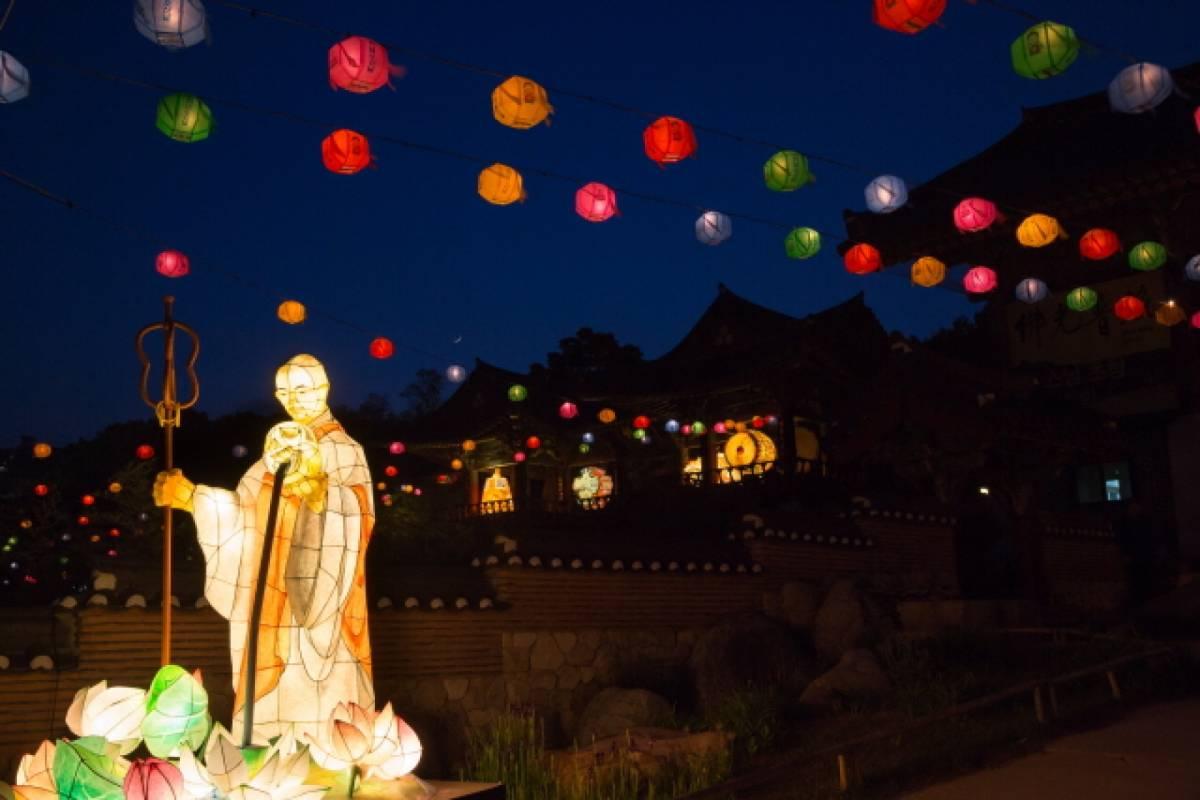 Kim's Travel Lotus Lantern Festival