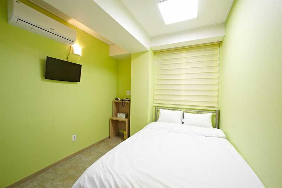 Kim's M & T Rainbow Hostel Myeongdong