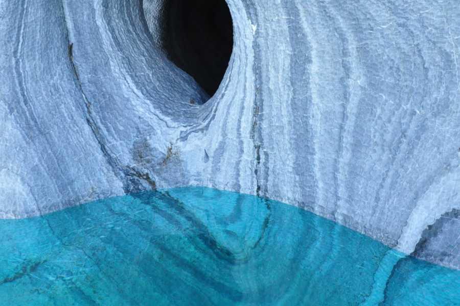 Paula Christensen Ecotours Cavernas de mármol y caminata en hielo