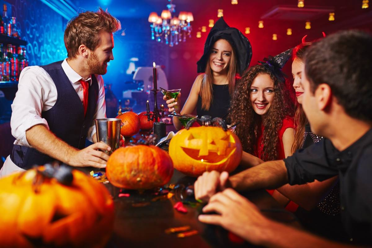 SANDEMANs NEW London Tours SANDEMANs NEW London Halloween Pub Crawl 2017